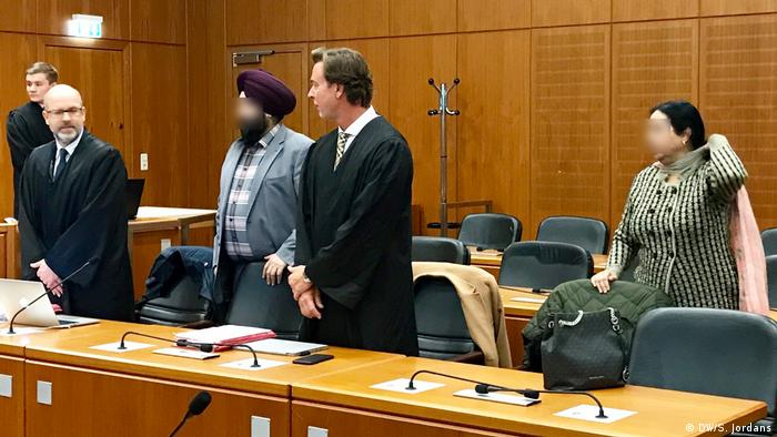 Court scene showing Indian couple (faces pixellated) with lawyers (DW/S. Jordans)