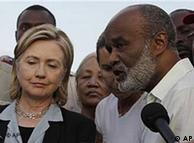 Hillary Clinton e presidente haitiano René Préval