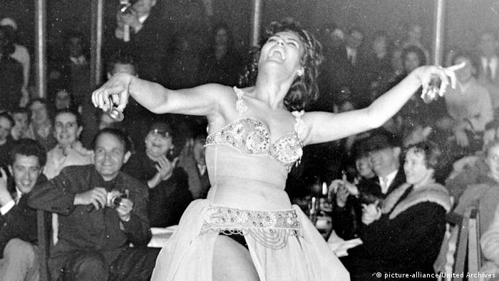 Nagwa Fouad (Foto de 1962) es una leyenda de la danza del vientre en Medio Oriente. Se dice que Henry Kissinger fue una admiradora.
