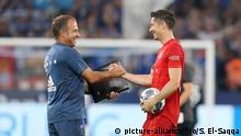 Fußball 1. Bundesliga FC Schalke 04 - FCB FC Bayern München Lewandowski und Hansi Flick