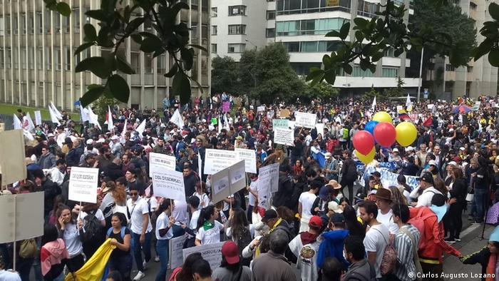 Kolumbien Paro Nacional Landesweiter Streik gegen die Regierung (Carlos Augusto Lozano)