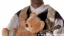 Symbolbild für Missbrauch in der Kirche Symbolbild, Kindesmissbrauch, Kind, missbrauch, wehren, kinder, Kind, Kirche, katholische, Kindermissbrauch