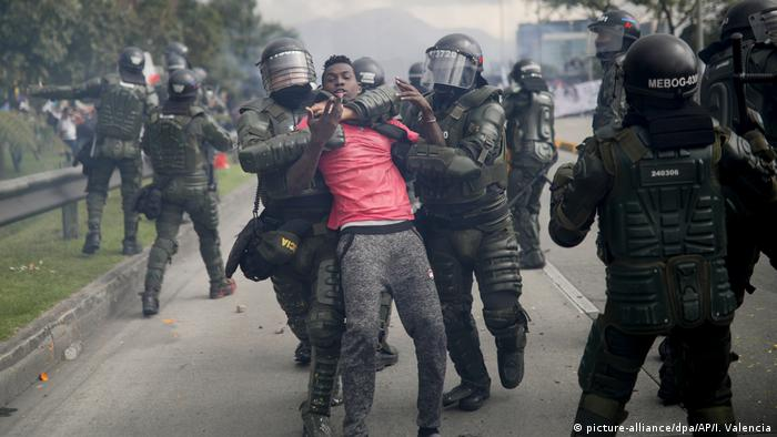 Proteste in Kolumbien (picture-alliance/dpa/AP/I. Valencia)