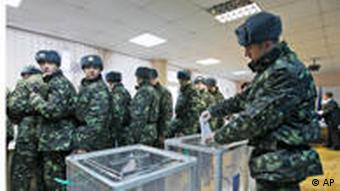 Soldiers voting