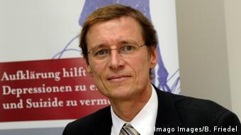 Ούλριχ Χέγκερλ, γερμανός ειδικός κατέχει την έδρα Σένκενμπεργκ στη Ψυχιατρική, Ψυχοσωματική και Ψυχοθεραπευτική Κλινική τουΠανεπιστημίου Γκαίτε της Φραγκφούρτης