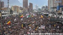 A panoramic view of the people who went to the protest of the national strike in the city of Bogota, Colombia, on 21 November 2019. (Photo by Daniel Garzon Herazo/NurPhoto) | Keine Weitergabe an Wiederverkäufer.