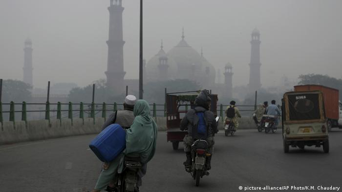 Pakistan: Smog poses threat to tens of thousands | News | DW | 22.11.2019