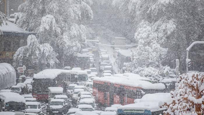 بارش برف پائیزی در تهران از صبح شنبه ۲۵ آبان ۱۳۹۸ آغاز شده است. این بارش باعث شد تا ترافیک در سطح خیابانها و معابر شهری سنگین و قفل شود. همزمان اعتراضها به افزایش بهای بنزین و سهمیهای شدن آن منجر به مسدود شدن بزرگراهها و خیابانها شد.