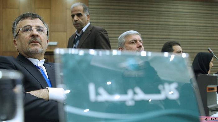 مجمع انتخاباتی فدراسیون والیبال روز چهارشنبه ۲۹ آبان (۲۰ نوامبر) در هتل المپیک تهران برگزار شد و محمدرضا داورزنی با ۲۶ رای به عنوان رییس جدید فدراسیون والیبال انتخاب شد. پس از استعفای احمد ضیایی، فدراسیون والیبال یکی از طولانیترین دورههای اداره به وسیله سرپرست را پشت سر گذاشت تا بالاخره بعد از نزدیک به یکسال و نیم، داورزنی به پست قبلیاش بازگردد و ریاست را برعهده گیرد.