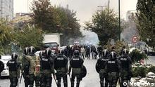 Iranische Polizei riegelt eine Straße in Teheran ab