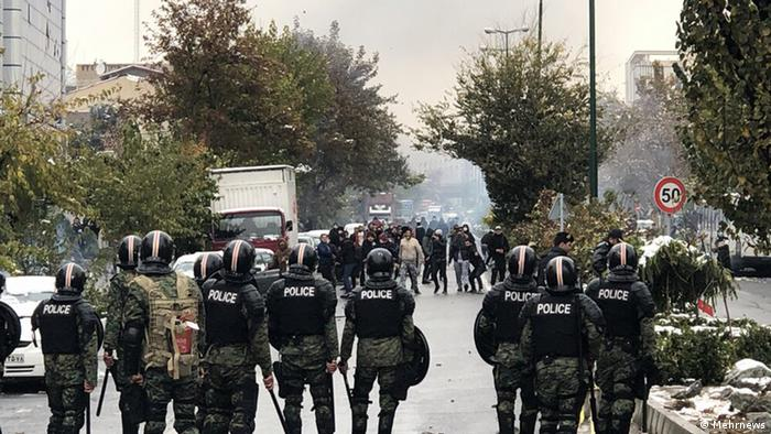به گزارش دیدهبان حقوق بشر، جمهوری اسلامی در سال گذشته میلادی سرکوب اعتراضات مردمی را تشدید کرده است