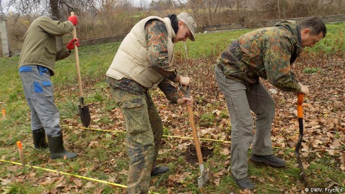 Дослідники ведуть пошук невідомих солдатських могил на польському кладовищі у Львові