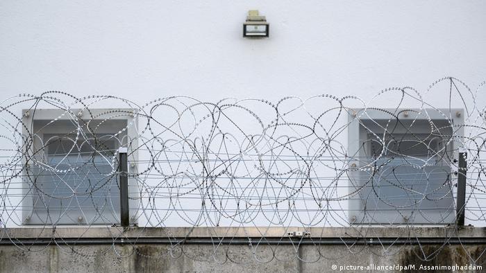 Miri darf abgeschoben werden, Aussenaufnahme Polizeipräsidium Bremen