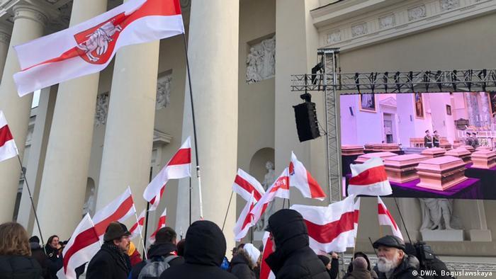 Белорусы, приехавшие в Вильнюс на церемонию перезахоронения останков Калиновского