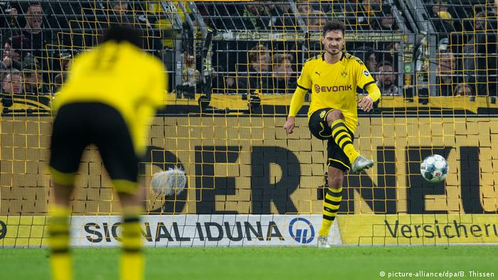 Lucien Favre Out Of Favor As Dortmund Apologize For