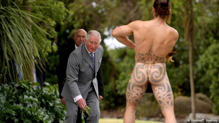 BdT Neuseeland Prinz Charles bei Maori - Willkommenszeremonie (Reutes/T. Nearmy)