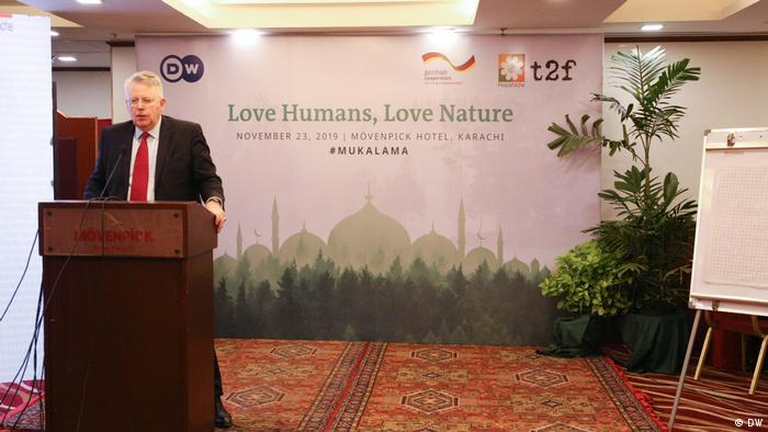 DW Director General Peter Limbourg addresses the Eco Islam conference in Karachi, Pakistan