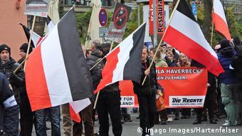 Hannover'de gösteri yapan aşırı sağcılar