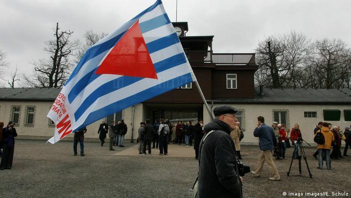 Güter Weigel carries the VVN-BdA flag outside Buchenwald