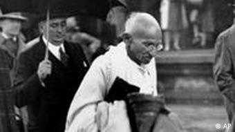 Mahatma Gandhi in London to attend the Round Table Conference on Indian constitutional reform