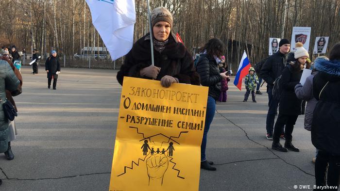 Russland   Proteste gegen russischen Gesetz über häuslicher Gewalt (DW/E. Barysheva)
