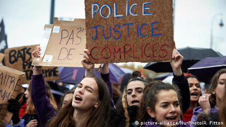 Protesters in Toulouse calling for an end to violence against women (picture-alliance/NurPhoto/A. Pitton)