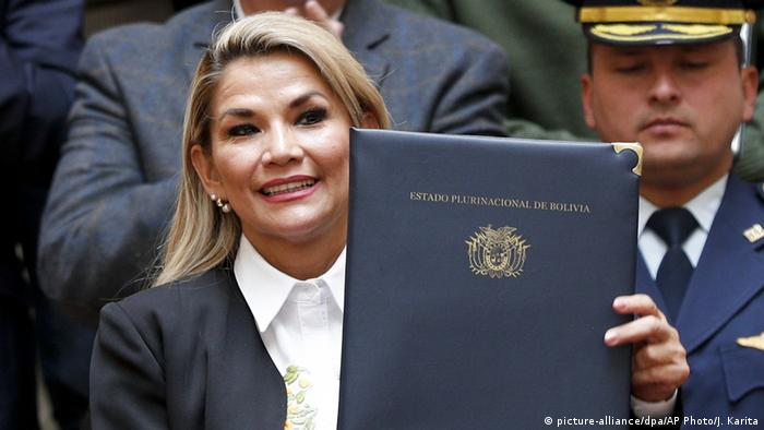 Bolivya geçici devlet başkanı Jeanine Anez