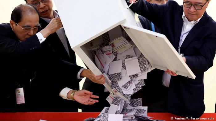 Hong Kong | Regionalwahlen (Reuters/A. Perawongmetha)