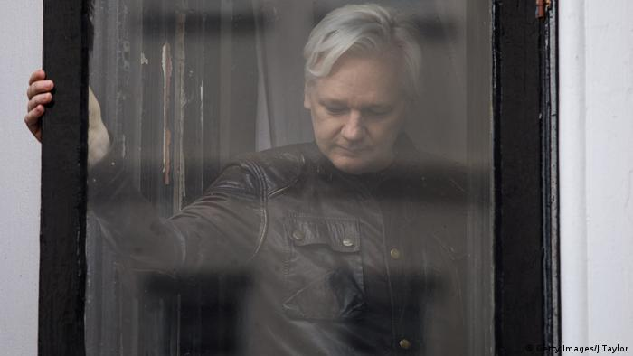 Julian Assange stands at the window (Getty Images/J.Taylor)