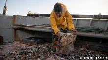 Griechische Fischer kämpfen gegen Plastikmüll