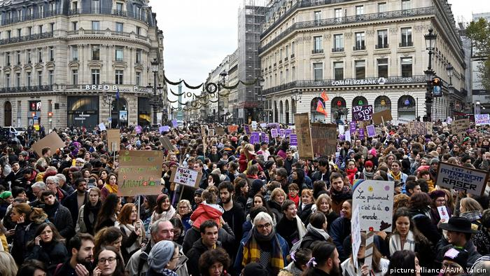 People demonstrating in Paris (picture-alliance/AA/M. Yalcin)