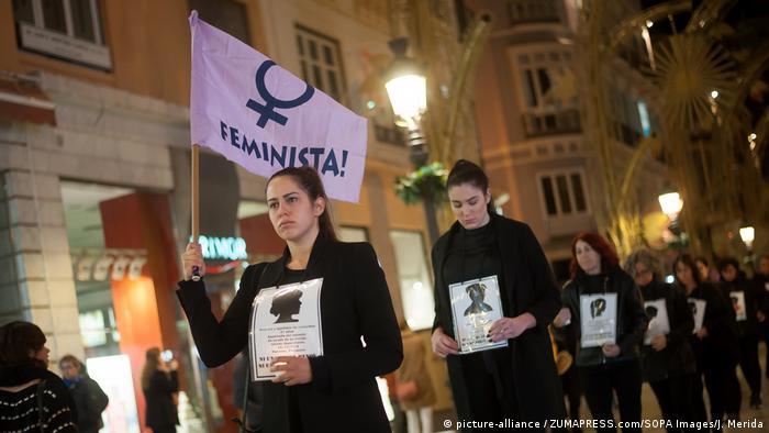Spanien: Schweigemarsch gegen Gewalt gegen Frauen in Malaga (picture-alliance / ZUMAPRESS.com/SOPA Images/J. Merida)