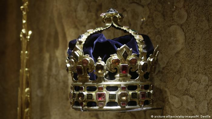 С 1697 года курфюрст Саксонии стал также польским королем. Специально для его коронации была изготовлена эта корона.