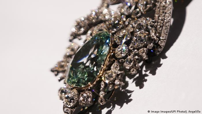 Уникальный зеленый бриллиант в 41 карат (8,2 грамма) - один из самых больших в мире