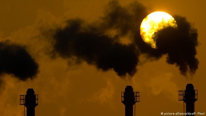 Klima Treibhausgas Symbolbild (picture-alliance/dpa/P. Pleul)