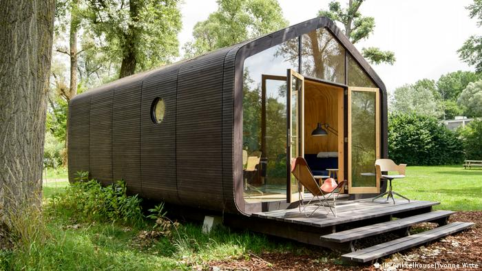 Una casa hecha de cartón.