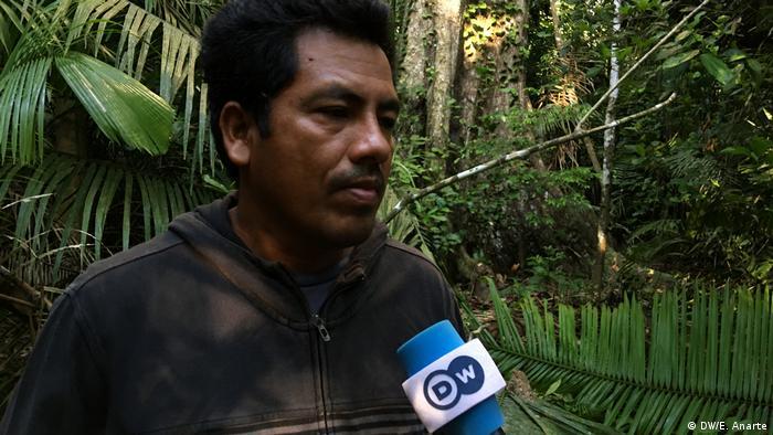 El indígena uchunya Huber Flores.