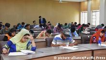 Pakistan Studenten Klausur University of Engineering and Technology