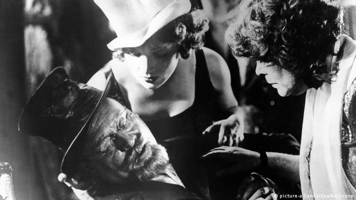 Filmstill Der blaue Engel Marlene Dietrich
