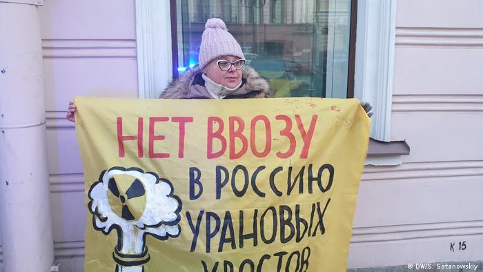Proteste gegen Atommüll aus Deutschland vor dem deutschen Generalkonsulat in St.Petersburg