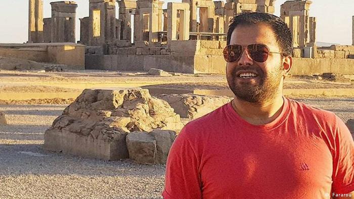 مسعود مولوی ۱۴ نوامبر سال ۲۰۱۹ در استانبول در اثر اصابت گلوله از سوی عبدالوهاب کوچاک به قتل رسید. مولوی پیش از آنکه به ترکیه فرار کند، در ایران مامور اطلاعاتی بود. او مدیر کانال جعبه سیاه بود که اخباری درباره فساد مالی در بیت خامنهای منتشر میکرد. رسانههای ترکیه در فوریه سال ۲۰۲۱ از بازداشت محمد رضا ناصرزاده، دیپلمات ایرانی بدلیل صدور گذرنامه برای علی اسفنجانی عامل اصلی قتل مولوی خبر دادند.