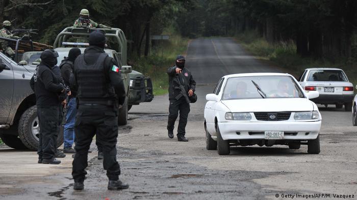 Foto de ejército mexicano en las calles.