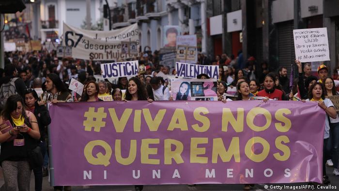 Manifestación conta los feminicidios en Ecuador.