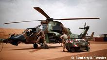 Mali Französische Soldaten mit Eurocopter Tiger bei der Operation Barkhane in Gao