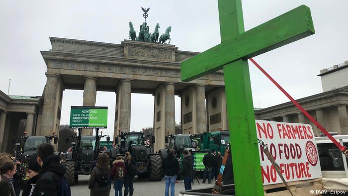 Tratores em frente ao Portão de Brandemburgo