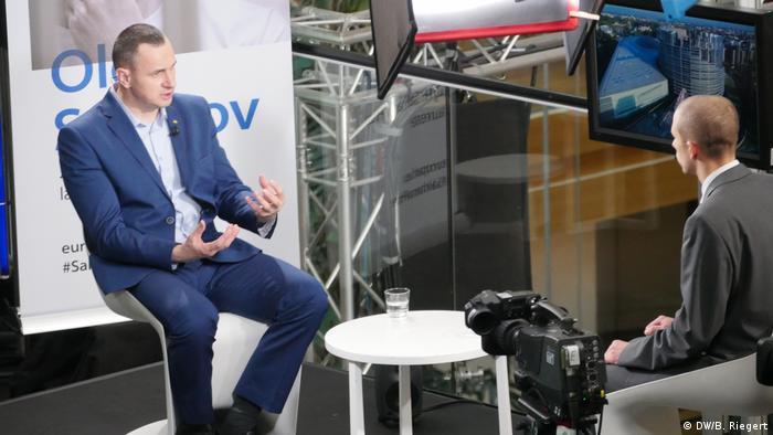 Сенцов під час інтерв'ю спецкореспондентові DW у Страсбурзі