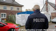 Police searching the suspect's house (picture-alliance/dpa/dmp press/D. Meyer-Roeger)