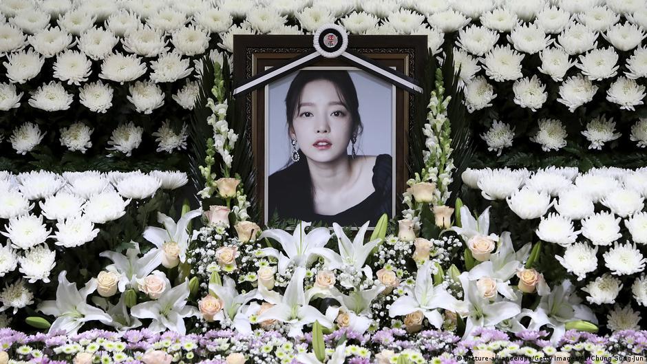 K Pop Star Goo Hara Death Stokes Online Bullying Debate In South