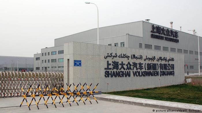 China 2014 Volkswagen in der Provinz Xinjiang | Werkseinfahrt (picture-alliance/dpa/S. Scheuer)