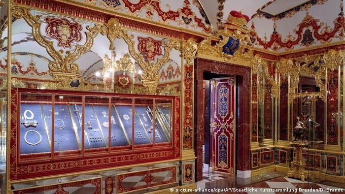 Зал украшений в сокровищнице Зеленый свод в Дрездене